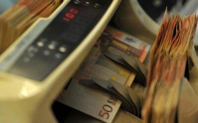 Ruba l'identità del proprio compagno per stipulare prestiti e finanziamenti