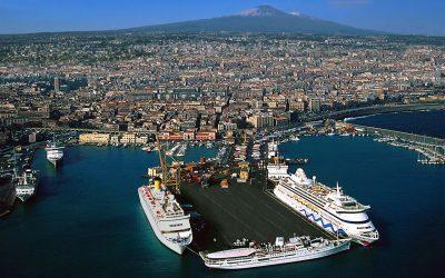 Si prova a ripartire, il Porto di Catania ospita Costa Firenze